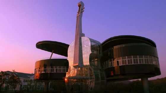 Edificio Piano y Violín China